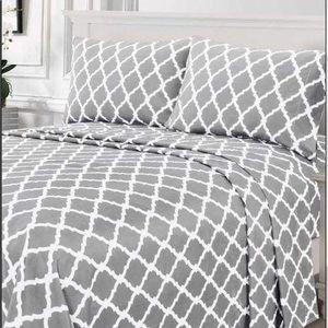 ⭐️SALE⭐️Queen 4pc Light Grey Arabesque Bedsheets